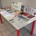 Tavolo con l'esposizione dei libri consigliati in bibliografia